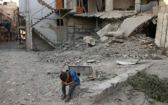 A Arbin, le 25 juillet, ville près de Damas contrôlée par l'opposition à Bachar Al-Assad et qui a fait l'objet de frappes aériennes les 24 et 25 juillet.