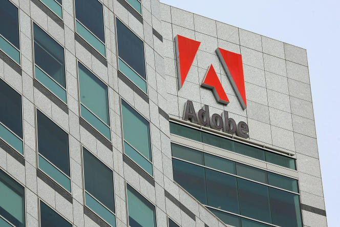 Sur la façade du siège d'Adobe, à San Jose (Californie), en 2010.