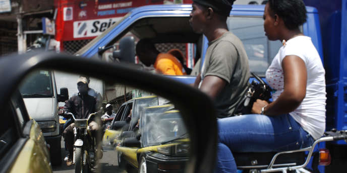 Dans une rue de Douala, au Cameroun, en 2013.
