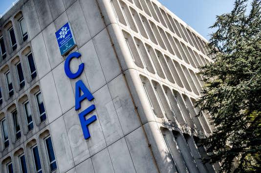 La CNAF « n'a pas été consultée » sur la baisse des aides au logement, déplore son président