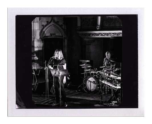 Viriginie Despentesavec le groupe rock Zëro, au Printemps de Bourges en avril, lors d'une lecture de «Requiemdes innocentsde Calaferte».