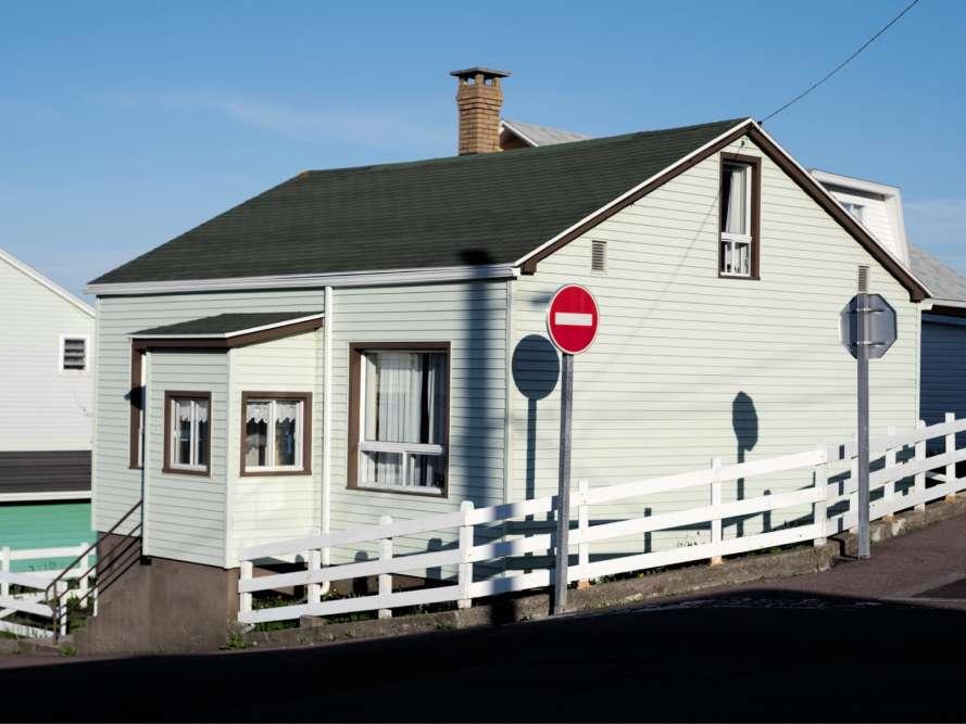 Les habitations traditionnelles de l'archipel sont en bois, recouvertes de bardeauxou de bardage à clin (ici, à Saint-Pierre).