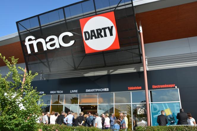 Ouverture de la première double enseigne Fnac Darty, à Biganos (Gironde), le 19 juin.