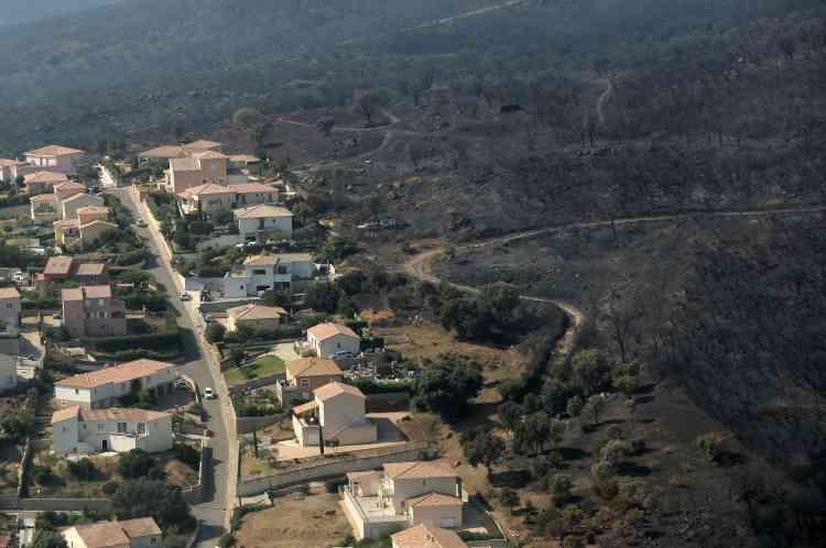 Vue aérienne prise le 25juillet, qui montre les ravages de l'incendie à Biguglia, en Corse.