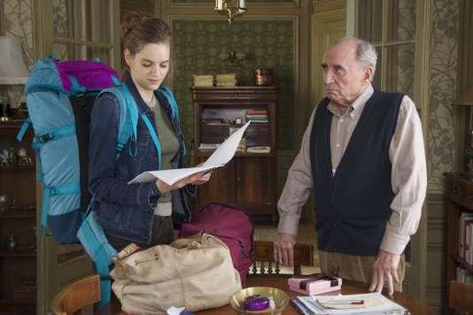 Noémie Schmidt et Claude Brasseur dans le film d'Ivan Calbérac, «L'Etudiante et Monsieur Henri» (2015).