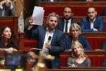Le député France insoumise, Alexis Corbière, est venu avec ses courses à l'Assemblée nationale, afin d'illustrer ce qui peut être acheté par un étudiant avec l'équivalent de la baisse des APL prévue par le gouvernement.
