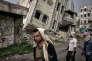 Des combattants des brigades salafistes d'Abu Al-Abbas sillonent un quartier tenu par Al-Qaida à Taëz, le 24 juin.