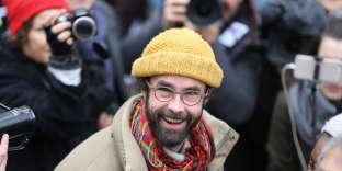 Cédric Herrou à sa sortie du tribunal de Nice, le 10 février.