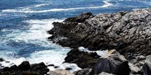 Le cap aux Basques, à Saint-Pierre. Une grande partie de la population de l'archipelest composée de descendants de Basques, de Bretons et de Normands qui venaient pêcher la morue dans ces eaux poissonneuses.