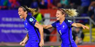 France's midfielder Abily Camille (L) reacts after scoring during the UEFA Women's Euro 2017 football tournament between Switzerland and France at Rat Verlegh Stadium in Breda on July 26, 2017. / AFP / TOBIAS SCHWARZ