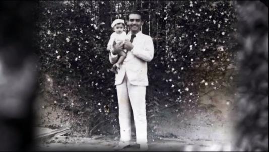 Federico Garcia Lorca à la« Huertade San Vicente », à Grenade (Espagne).