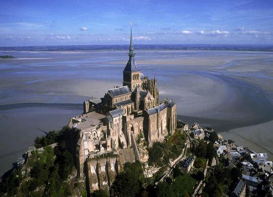 Le Mont Saint-Michel vu à vol d'oiseau.