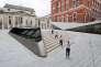 Des danseurs contemporains jouent dans la cour Sackler, un nouvel ajout au musée Victoria et Albert est dévoilée au public à Londres le 28 Juin, 2017. / AFP / Justin TALLIS