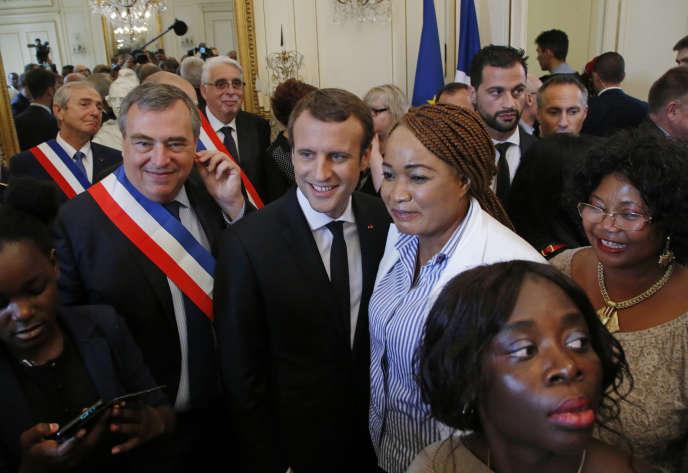 Emmanuel Macron lors d'une cérémonie à Orléans avec des nouveaux citoyens français, le 28 juillet.