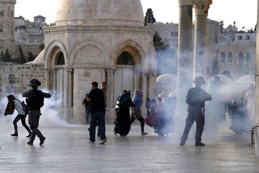 Jeudi 27 juillet, des affrontements ont éclaté entre policiers et fidèles musulmans sur l'esplanade des Mosquées.