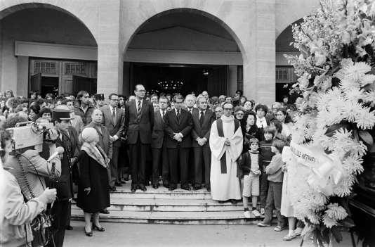Jacques Chirac et d'autres personnalités aux funérailles de Philippe Bouissou, victime de l'attentat de la rue Copernic.