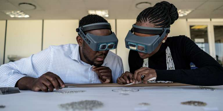 Des employés de la Namibian Diamonds Trading Company, le 21juin 2017, à Windhoek, en Namibie.