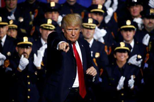 Donald Trump a assuré aux forces de l'ordre de Long Island qu'il allait les aider à se débarrasser de la « Mara Salvatrucha», le 28 juillet.