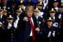 Donald Trump, devant les policiers de Brentwood, à Long Island (New York), le 28 juillet.