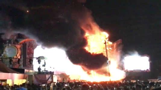 La scène du festival de musique électronique Tomorrowlanda pris feu, samedi 29juillet, près de Barcelone, en Espagne.
