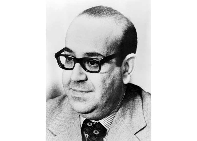 Le portrait officiel deRedha Malek, en mars 1977, alors qu'il était ministre de l'information et de la culture.