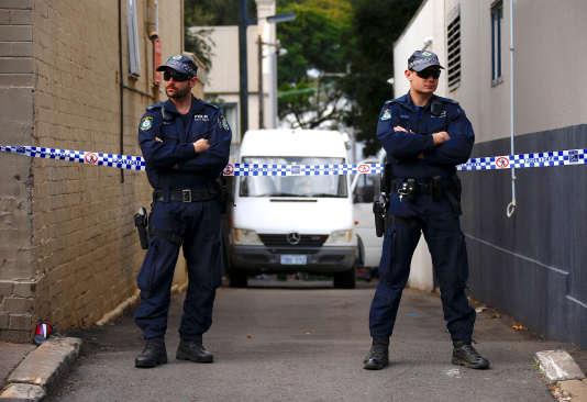 Perquisition dans la banlieue de Sydney (Australie), après que les autorités australiennes ont déjoué un attentat, le 30 juillet.