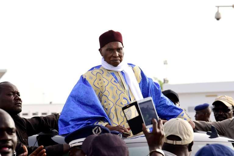 L'ancien chef de l'Etat sénégalais Abdoulaye Wade, surnommé « Gorgui»,arrive à l'aéroport de Dakar, le 10 juillet.