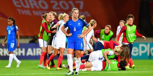 Amandine Henry, déçue après l'élimination de l'équipe de France face à l'Angleterre, le 30juillet.