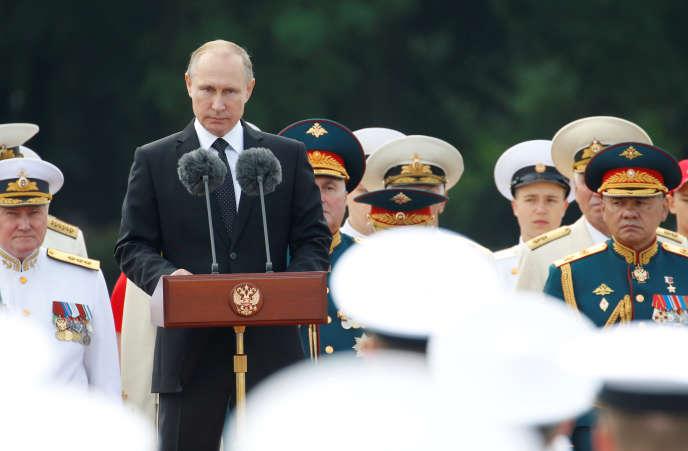 Le président russe Vladimir Poutine lors d'un discours à l'occasion de la parade de la marine, à St-Pétersbourg (Russie), le 30 juillet.