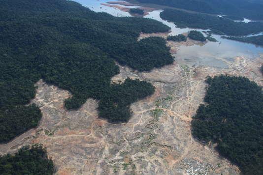 Zones déboisées près du parc national Juruena au Brésil, le 23 mars.