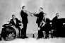 Le Dixieland «Jass» Band alias l'Original Dixieland «Jass» Band, un quintette américain mené par le cornettiste Nick La Rocca. C'est la première formation à enregistrer un disque de jazz en 1917. Ici au Reisenweber's à New York en 1917.