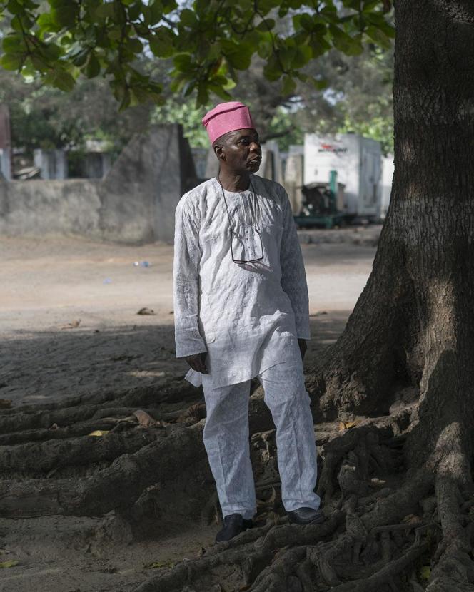 Son altesse Yomi Babayemi, prince de Gbongan,au Nigeria, en tenue d'apparat.