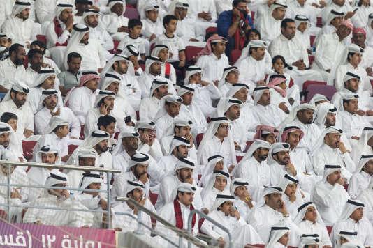 Le 19 mai 2017, à Doha. Des spectateurs de la finale de la Coupe de l'émir, qui marque la réouverture du stade Khalifa après sa rénovation en vue du Mondial 2022.