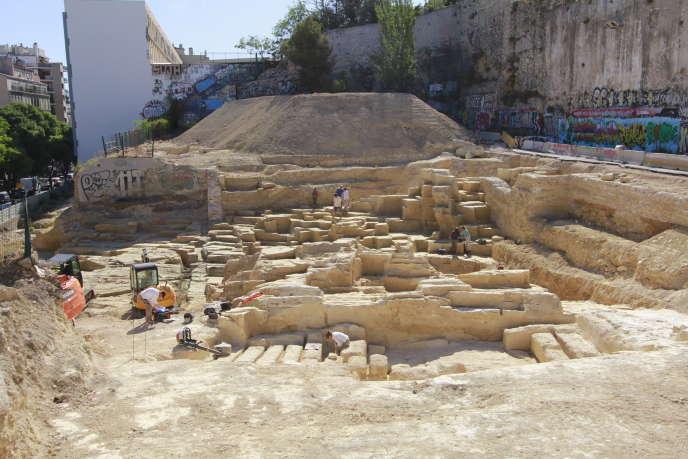 Grèce datant gratuitement potassium-40 est utile pour dater des fossiles très vieux parce que