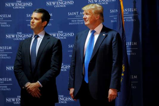 Donald Trump Jr et son père, le président américain Donald Trump, en novembre 2015, dans le New Hampshire. REUTERS/Brian Snyder/File Photo