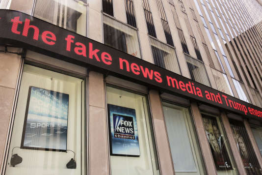La chaîne d'information en continue Fox News est assignée par un de ses anciens consultants pour fausses nouvelles. Les locaux de Fox à New York le 1eraoût 2017.