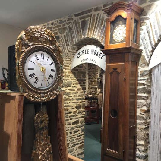 Alain Le Floch a rassemblé plus de 300 pièces rares d'horlogerie dans son atelier musée de Fougères (Ille-et-Vilaine).
