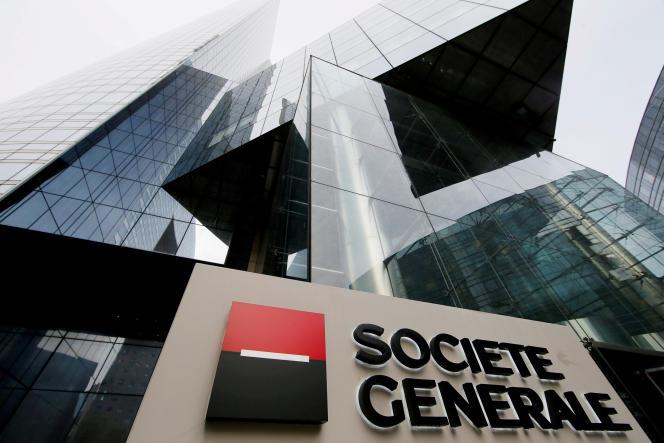 Logo de la Société générale au siège de la banque à la Défense, le 21 avril 2016.