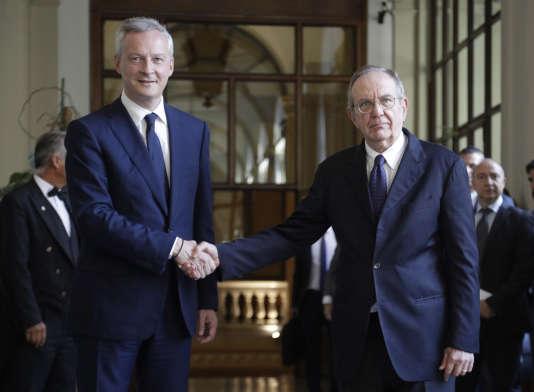 Bruno Le Maire, le ministre français de l'économieet son homologue italien, Pier Carlo Padoan, à Rome, le 1er août.