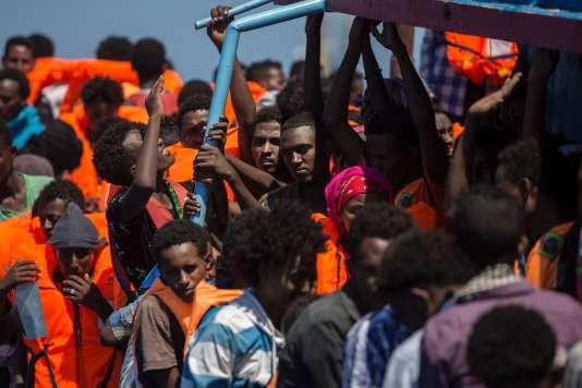 « Ce qui n'est ni compréhensible ni justifiable, ce sont les tentatives cyniques de définir l'immigration comme une menace en tant que telle à la sécurité». (Photo : Non loin de la Libye, des migrants ont été secourus le 2 août).