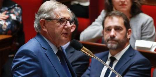 Le ministre de la Cohésion des territoires, Jacques Mezard, à l'Assemblée nationale.