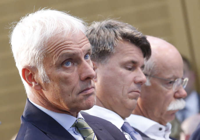 Matthias Müller (Volkswagen), Harald Krüger (BMW) et Dieter Zetsche (Daimler-Mercedes) au cours du «sommet du diesel», le 2août 2017, à Berlin.
