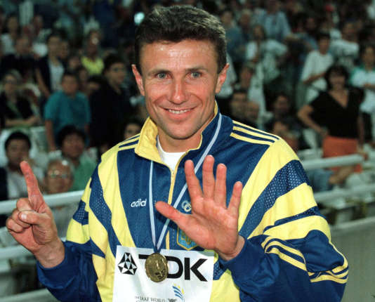 Combien de doigts présente Sergueï ? Six, comme les 6,01 m qu'il vient de passer en juillet 1986.