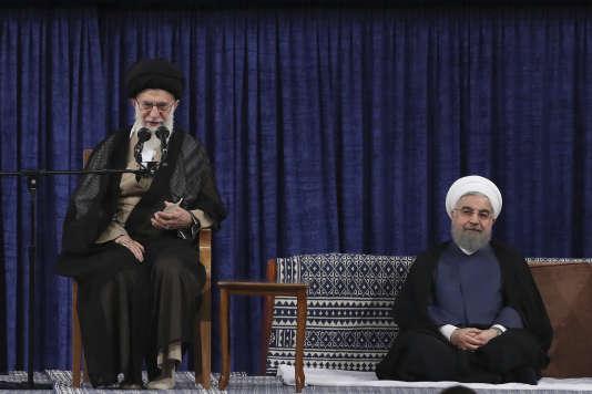 Le guide suprême, l'ayatollah Ali Khamenei, prend la parole pendant la cérémonie officielle marquant le début du deuxième mandat du président Hassan Rohani.