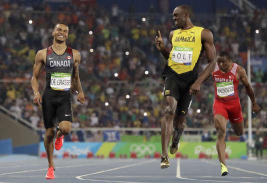 Lors de la finale du 100 mètres des JO de Rio, Usain Bolt avait tenu à rappeler à André de Grasse qu'il était bien le roi. L'un des ses potentiels succesuers et forfait pour les Mondiaux de Londres. (AP Photo/David J. Phillip, File)