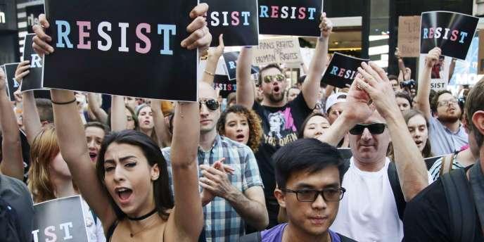 A la fin de juillet, des manifestations avaient été organisées pour protester contre la décision de Donald Trump d'exclure les personnes transgenres de l'armée. Ici, à New York le 26 juillet 2017.