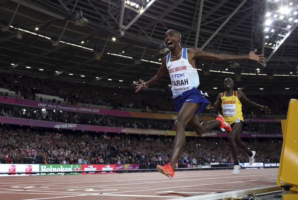 Les championnats ont démarré fort pour le pays organisateur, avec le troisième succès mondial d'affilée sur 10000m pourMo Farah. Battu sur 5 000m samedi, le sextuple champion du monde va désormais se consacrer au marathon.