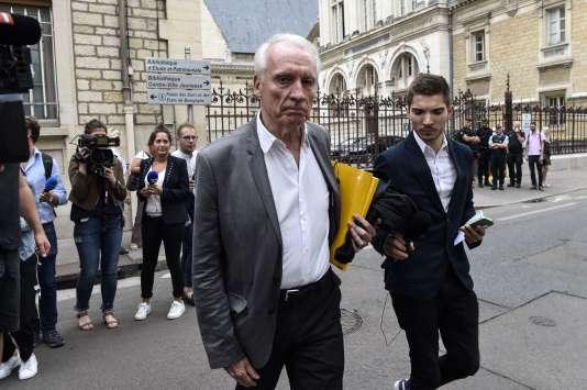 L'avocat de Murielle Bolle Jean-Paul Teissonnière, devant le tribunal de Dijon (Côte-d'Or) le 4 août.