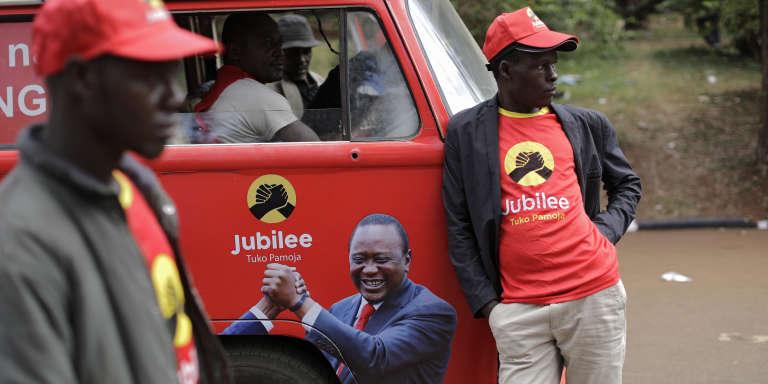 Des partisans du président Kenyatta à Nairobi, le 4 août.
