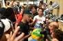 Le joueur Neymar dans un magasin de sport à Miami (Floride), le 28 juillet.